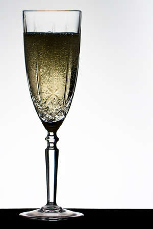 campagne: Champagne fizzing in campagne glass