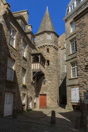 st malo: Edifici tradizionali in pietra a St Malo Francia