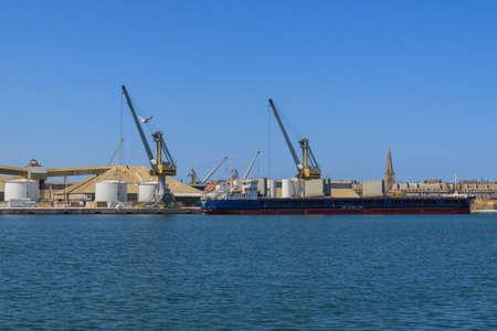 st malo: Nave in un porto industriale a St Malo Francia
