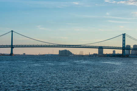 The View of the Ben Franklin Bridge Over the Deleware River From Penn Treaty Park 版權商用圖片