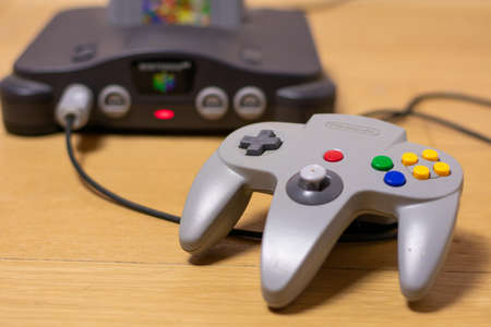 An Original Light Grey Nintendo 64 Controller 新聞圖片