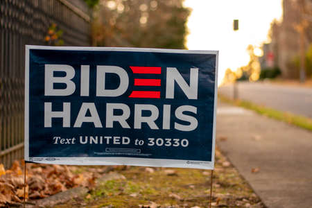 December 5, 2020 - Elkins Park, Pennsylvania: A Biden Harris Campaign Sign on a Suburban Street Next to a Black Metal Fence 新聞圖片