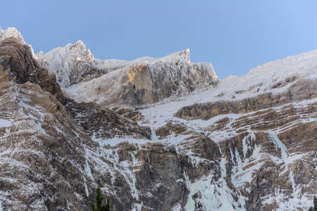 cirque: Montagne innevate a cirque de Gavarnie sui Pirenei, Frannce Archivio Fotografico