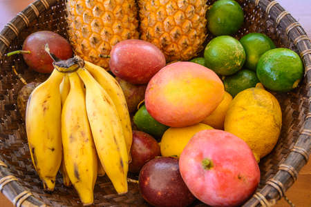 Schotel van tropisch fruit, eiland la Reunion Stockfoto
