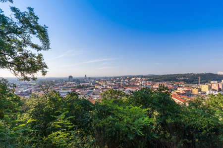 A view of the city of Brno in the Czech Republic in Europe. In the background is a blue sky with clouds. 免版税图像