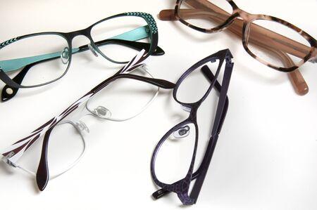 eye wear: Selecci�n de los marcos para las compras del desgaste del ojo al especialista optometrista o visi�n Foto de archivo