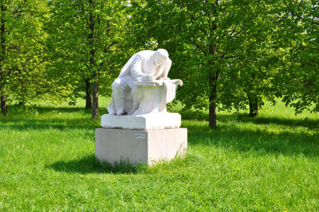 gorki: Veniamin Pinchuk Sculpture Lenin in Razliv at the Museum-Reserve Leninskie Gorki. Russia