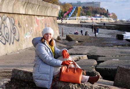 SOCHI, RUSSIA - DECEMBER 15, 2012: A girl sits on the sea promenade. 報道画像