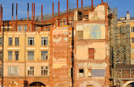 The dilapidated wall of an old house on the territory of the Zaryadye Gardens complex under construction 写真素材