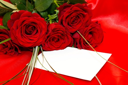 Red roses and invitation card  photo