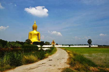 gloden: Behind grand gloden buddha