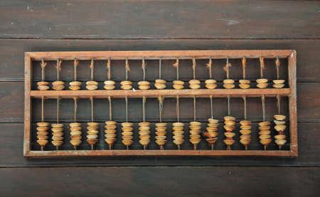 clash: Vintage Place de Abacus en madera de Bavkground Foto de archivo