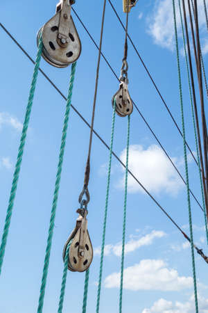 poleas: Poleas y cuerdas de acero inoxidable para veleros detalle