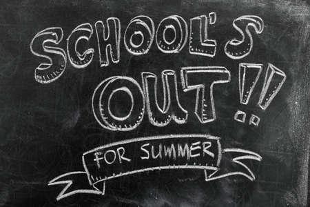 Fuera de la escuela de verano en la pizarra Foto de archivo - 27862164