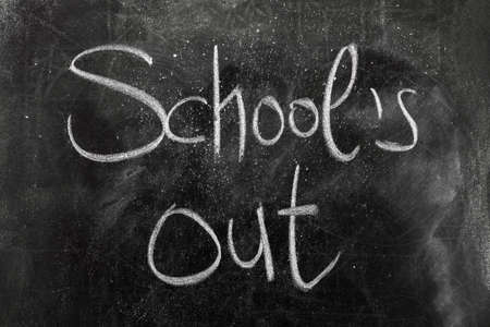 School's Out voor de zomer op het bord Stockfoto