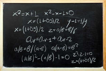 golden ratio: Explicando proporci�n �urea con f�rmulas matem�ticas Foto de archivo