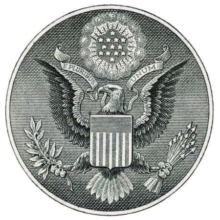 Macro-opname van het zegel van de Verenigde Staten op de Amerikaanse dollar op wit wordt geïsoleerd