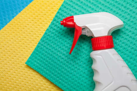 hardwearing: Spray on microfiber cleaning towels for house cleaning