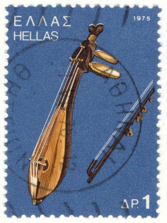 estampilla: GREECE - CIRCA 1975: A stamp printed in Greece , from the traditional musical instruments issue shows a Cretan lyra, circa 1975.   Stock Photo
