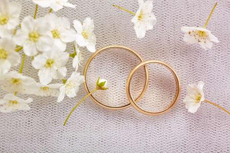 Gouden bruiloft ringen  Stockfoto