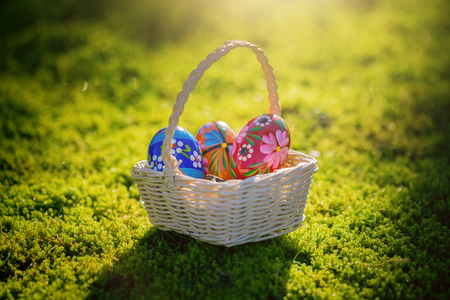 Pretty Easter basket in the garden Imagens