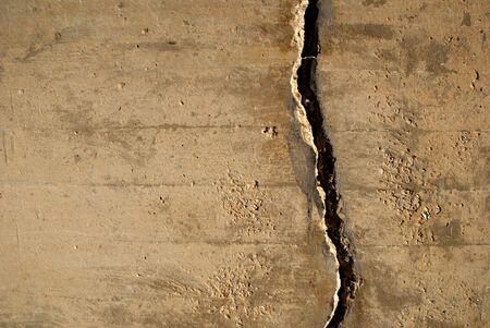 pared rota: Grietas en el muro de hormig�n crear una textura de grunge