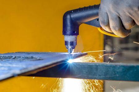 Plasmatechnologie der Flachblech-Stahl-Materialbearbeitung mit Funken