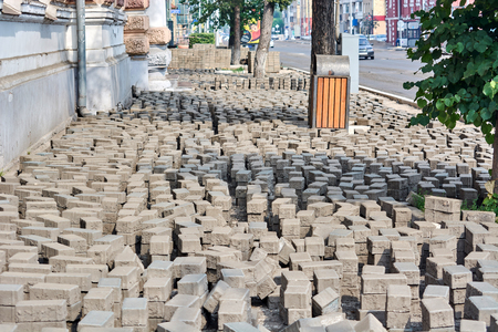 removed stone blocks on the sidewalk for replacement by new stones Stockfoto