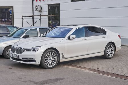 Krasnoyarsk, Russia - August 17, 2018: BMW 7 Series car is parked near Opera and ballet theater where sale of tickets for a new season is open. Redactioneel