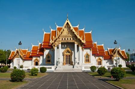 Marble tempel van Wat Benchamabophit is een tempelcomplex van diepe schoonheid en religieuze betekenis Wat Benchamabophit is een koninklijk klooster behoort tot de eerste klasse ranking van Rajavaravihara Weinig wats behoren tot deze klasse in Bangkok, Thailand