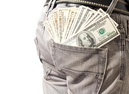 Jongeman extraheren dollar uit zijn blauwe jeans. Stockfoto