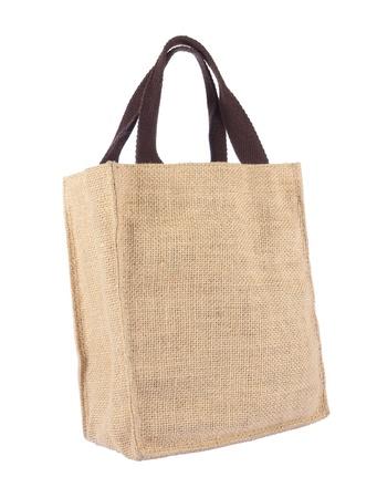 Panier faite de sac de Hesse recyclé avec la formation sur fond blanc