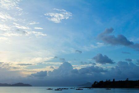 Tropisch strand Zonsondergang Hemel Met Verlichte Wolken
