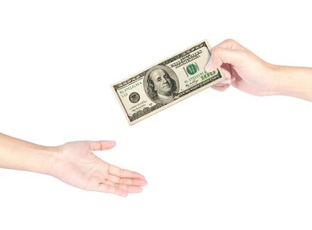 Main remise des billets de 100 dollars à une autre main isolé sur fond blanc Banque d'images - 18224145