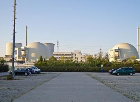 nuke plant: Biblis (Alemania), 16 de octubre de 2011: la estaci�n de energ�a nuclear en Biblis (Hesse, Alemania). Operador de la planta: Grupo RWE. Las siete plantas de energ�a nuclear inmediatamente cerrado en Alemania despu�s de Fukushima son Biblis.