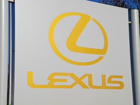 lexus: LEXUS