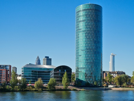 フランクフルト, ドイツの: ヴェストハーフェン タワーは超高層ビルとフランクフルトのランドマーク 報道画像