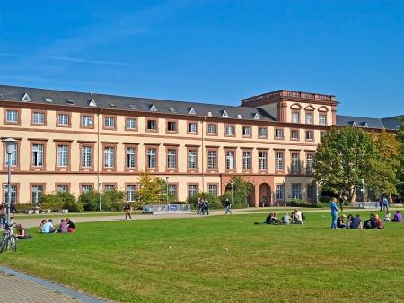 Campus van de Universiteit van Mannheim (Duitsland) Redactioneel