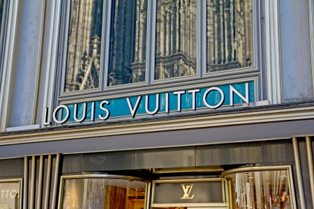 louis vuitton: Cologne, Germany, August 23, 2012: Louis Vuitton Store near Cologne Cathedral