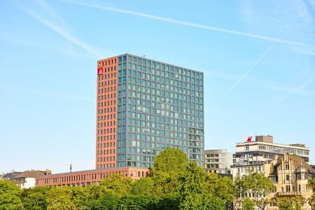 relaciones laborales: Frankfurt am Main, Alemania - 3 de junio de 2013: IG Metall (sindicato industrial de los trabajadores metal�rgicos) sede en Frankfurt.