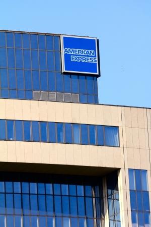 multinacional: Frankfurt, Alemania - 13 de julio de 2013: Edificio de oficinas de la multinacional empresa de servicios financieros American Express (AMEX)