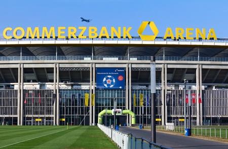 フランクフルト、ドイツ - 2013 年 7 月 27 日: trhe コメルツ バンク アリーナ、主なスポーツ、フランクフルトのサッカー スタジアムのトップ。