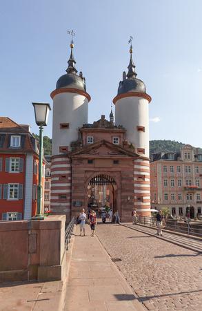 古いハイデルベルクのハイデルベルク, ドイツ - 2015 年 7 月 16 日: 有名な橋