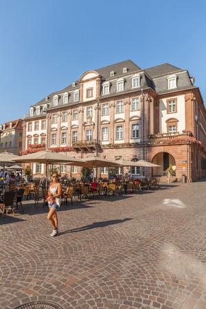ハイデルベルクの街 Twon でハイデルベルク, ドイツ - 2015 年 7 月 16 日: 古い市庁舎 報道画像