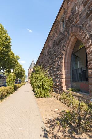 ハイデルベルク, ドイツ - 2015 年 7 月 16 日: 旧マーシュタル タワー 報道画像