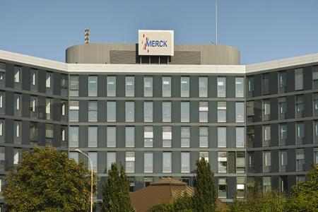 다름슈타트, 독일 - 2015 년 9 월 27 일 : 다국적 화학 기업 Merck KGaA 본사 에디토리얼