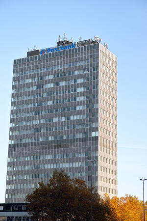 エッセンでエッセン, ドイツ - 2015 年 11 月 1 日: ポストバンク超高層ビル 報道画像