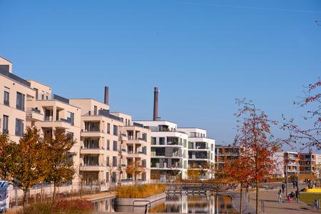 周辺のいわゆるグリーン エッセン市内中心部、ノルトライン = ヴェストファーレン州、ドイツ エッセン, ドイツ - 2015 年 11 月 1 日: 新しい建物