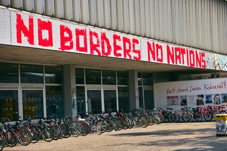 いいえ国罫線は表示されません: ヘッセン州、ドイツのマールブルク大学図書館での落書き 報道画像