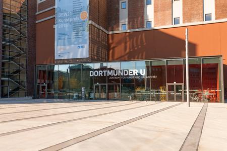 ドルトムント, ドイツ - 2015 年 10 月 11 日: くわえ U - 芸術と文化センターのドルトムント 報道画像
